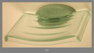 SOAP DISH IN TRANSPARENT PLASTIC GREEN
