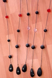 Tent pearl black wire with acrylic balls