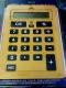 Calcolatrice gigante gialla